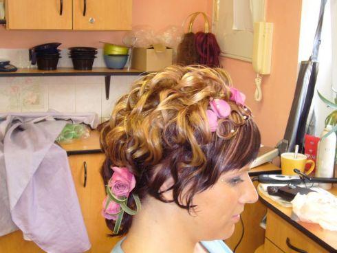 Účesy pro vaše vlasy | polodlouhé vlasy, svatební styl účesu ...
